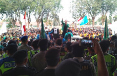 Rektor UNP Upayakan Penangguhan Penahanan Tiga Mahasiswanya - JPNN.com