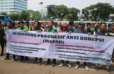 Massa Demo di Depan DPR: Bubarkan WP KPK, Keluarkan Agus Rahardjo - JPNN.com