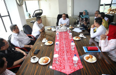 Pertama Berkantor di Kemenpora, Hanif Dhakiri Langsung Bahas 2 Agenda Besar - JPNN.com