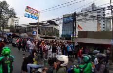 Bunyi Dentuman Bersahutan, Demo Pelajar STM Ricuh Lawan Polisi di Slipi - JPNN.com