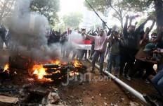 Polisi Kejar Massa hingga Ada yang Masuk ke Kawasan Pasar Palmerah - JPNN.com