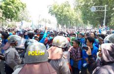 Demo Mahasiswa di Palu Hari Ini Ricuh - JPNN.com