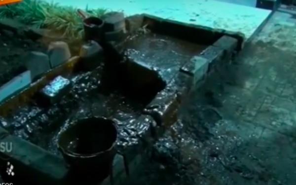Ngeri, Semburan Lumpur Gas Mendadak Muncul di Rumah Warga - JPNN.com