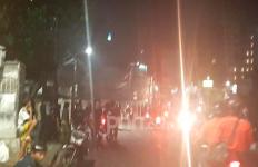 Petamburan Tegang, Massa Demo Ricuh Berlarian Dikejar Polisi - JPNN.com