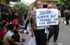 Pelajar di Solo Berani Orasi Menghujat, Bawa Spanduk Kata-katanya Kotor - JPNN.com