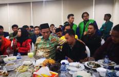 Mentan Amran Santap Siang Bersama Perwakilan BEM Pertanian Seluruh Indonesia - JPNN.com