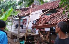 Puting Beliung Mengamuk, Puluhan Rumah Porak-Poranda - JPNN.com