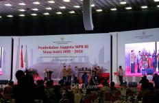Ketua MPR: Boleh Beda, Tapi Kita Tetap Bersama Dalam Naungan Indonesia - JPNN.com