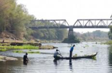 Sungai Bengawan Solo Tercemar Limbah Kimia Berbahaya - JPNN.com