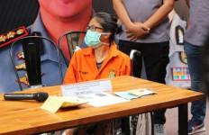 Lea Bukan Putri Kandung Sri Bintang Pamungkas - JPNN.com