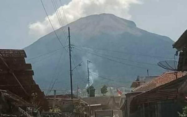 Hutan Milik Perhutani di Lereng Gunung Sindoro Terbakar - JPNN.com