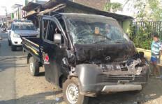 Mobil Tabrak Bus, Sopir Grand Max Tewas - JPNN.com