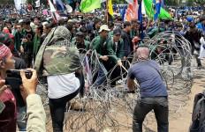 Polisi Sudah Pasang Kawat Berduri di Depan Gedung DPR - JPNN.com