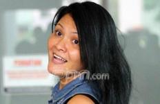 Naik Ojek Online, Melanie Subono OTW ke DPR - JPNN.com
