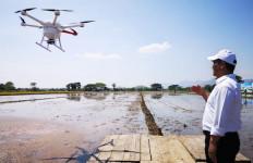 Teknologi Canggih Drone Mulai Digunakan Petani - JPNN.com