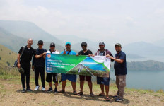 Di Danau Toba, Peserta Famtrip Oman Diajak ke Bukit Holbung dan Bakar Kambing - JPNN.com