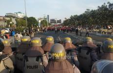 Semoga Polisi Tak Kecanduan Terbitkan Diskresi Larangan Berdemonstrasi - JPNN.com