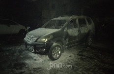 Demo Rusuh, 2 Mobil di area Polsek Tanah Abang Dibakar - JPNN.com