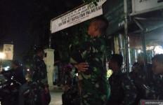 Lihat nih, Polsek Palmerah Dijaga Ketat Sejumlah Anggota TNI AL - JPNN.com
