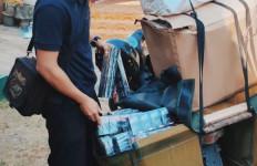 Bea Cukai Blitar Tangkap Sales saat Edarkan Rokok Ilegal - JPNN.com