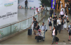 Pesawat Emirates Alami TurbuIensi Saat Menuju Bali, Belasan Penumpang Terluka - JPNN.com