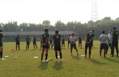 Indra Sjafri Genjot Fisik dan Taktik di Latihan Perdana Timnas Indonesia U-23 - JPNN.com
