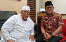 Temui KH Abdul Hayyie, Hasto Beber Rencana PDIP Tangkis Tudingan Anti-Islam - JPNN.com