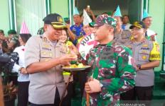 So Sweet HUT TNI, Dandim Dapat Kejutan dari Kapolres - JPNN.com