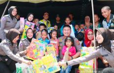 Lihat Nih Para Polwan Cantik Hibur Para Pengungsi Wamena - JPNN.com