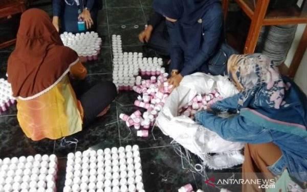 Ibu Rumah Tangga Jualan Herbal Pelangsing Ilegal, Omzet Rp50 Juta per Pekan - JPNN.com
