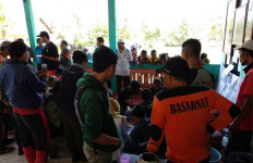 Menegangkan, Evakuasi 13 Pendaki Gunung Raung di Tengah Kebakaran - JPNN.com