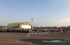 Ribuan Warga Rela Berjemur Demi Saksikan Parade HUT ke-74 TNI - JPNN.com