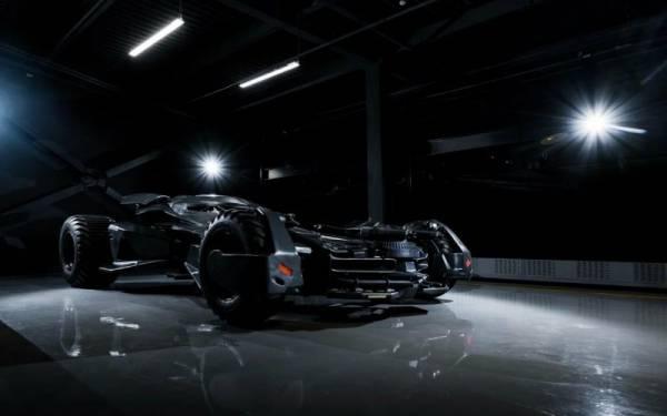Batmobile dari Film Batman vs Superman Zark Snyder Dijual, Harga Rp 1 Miliar Lebih - JPNN.com