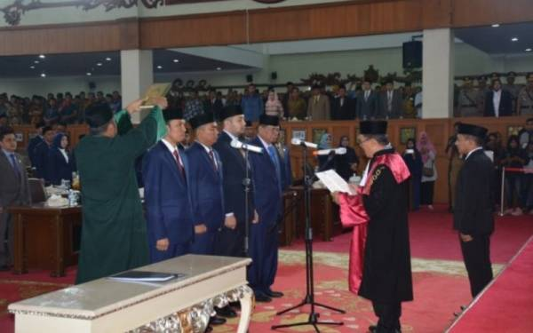 Ketua DPRD Jambi Apresasi Peran TNI dalam Memadamkan Karhutla - JPNN.com