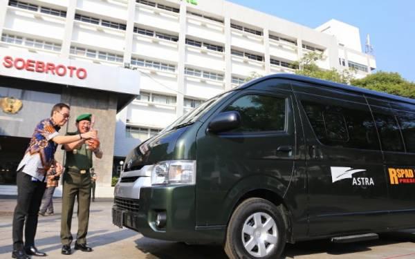 Astra International Serahkan 5 Unit Hiace ke RSPAD Gatot Soebroto - JPNN.com