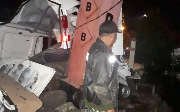 Di Dalam Mobil yang Kecelakaan Ditemukan Dua Botol Miras - JPNN.com