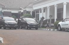 Penyidik KPK Bawa Sejumlah Dokumen dari Lima Lokasi Penggeledahan di Lampura - JPNN.com