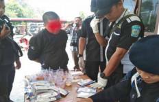 Anggota Dewan dan Teman Perempuannya Ditangkap Polisi - JPNN.com