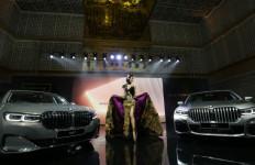 BMW Seri 7 Terbaru Resmi Mengaspal, Harga Rp 2 Miliar - JPNN.com
