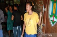 Fitria si Penusuk Wiranto Pernah jadi Pelayan di Warteg - JPNN.com