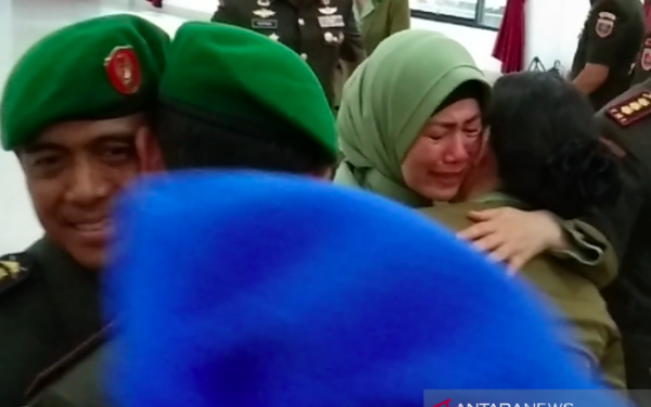 Jadi Penyebab Kolonel Hendi Suhendi Dicopot dari Jabatan, Sang Istri Menangis - JPNN.com