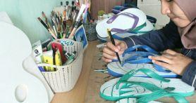 Berbekal Kreativitas dan Sandal Jepit, Dinda Dapat Omzet Rp 1,5 Juta per Bulan