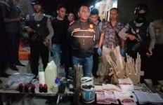 Densus 88 Temukan Cairan Kimia di Rumah Terduga Teroris - JPNN.com