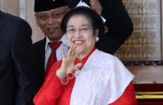 Ciieeee, Surya Paloh dan Megawati Langsung Berjabat Tangan Akrab di Kongres II Nasdem - JPNN.com