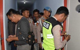Lagi Asyik Berduaan di Kamar Penginapan Digedor Polisi, Ya Gitu Deh...
