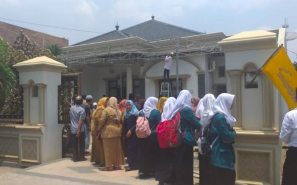 Rumah Duka Mahasiswa Kedokteran Fairuz Anata yang Meninggal di JTTS Dibanjiri Pelayat - JPNN.com