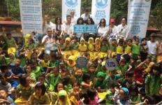 Komunitas Abhinaya Aryaguna Bersama Anak Kolong NKRI Ajak Anak-Anak Minum Susu - JPNN.com