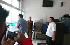 Usai Diperiksa Kejati Sumut, Bupati Madina Dahlan Hasan Langsung Ngacir - JPNN.com