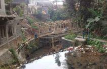 Konyol, Kandang Peternakan Ayam Dibangun di Atas Sungai - JPNN.com