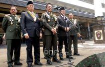 TNI AD Raih WTP, Jenderal Andika Sematkan Bintang Kehormatan kepada 2 Petinggi BPK - JPNN.com